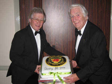 john prout and wyn calvin and the oxford welsh male voice choirs 80th birthday cake